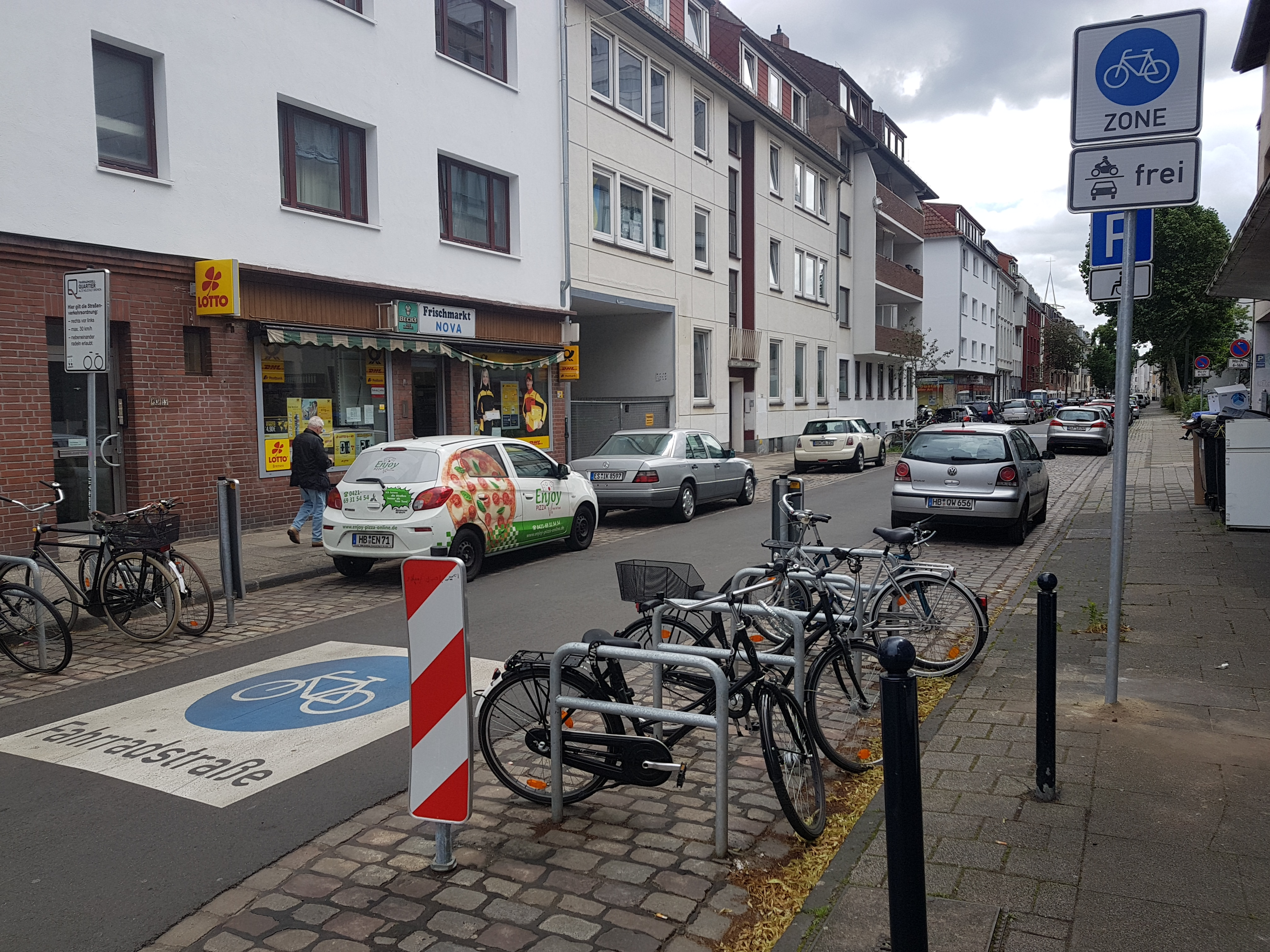 one of the 11 entries into the cycle-zone (Fahrradmodellquartier) Bremen