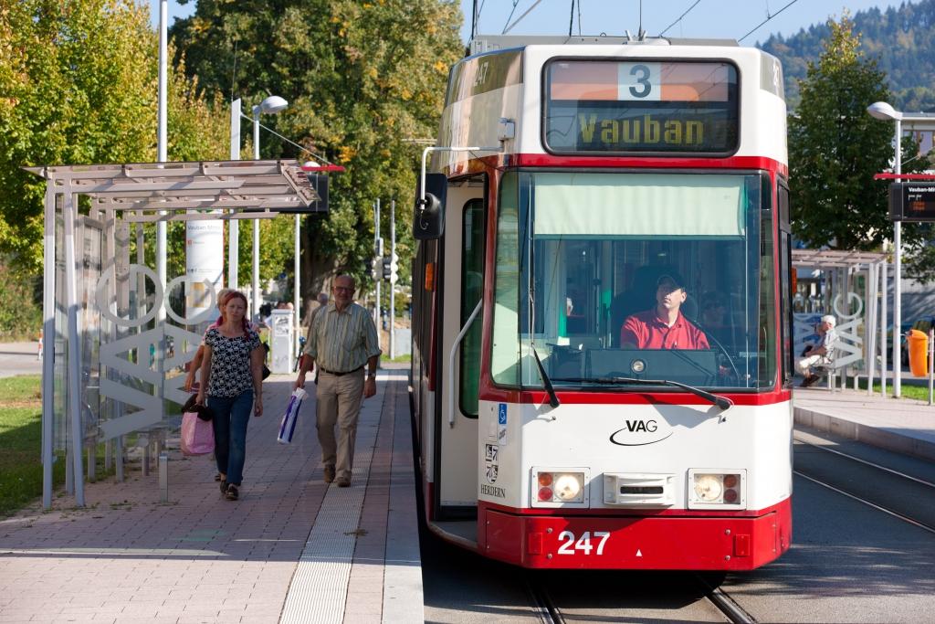 freiburg tram in vauban 3 eltis. Black Bedroom Furniture Sets. Home Design Ideas