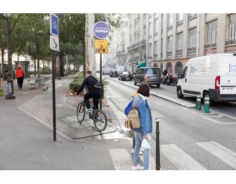 Separate cycle lane in Paris