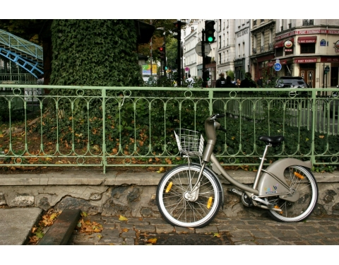 Lone bike in Paris